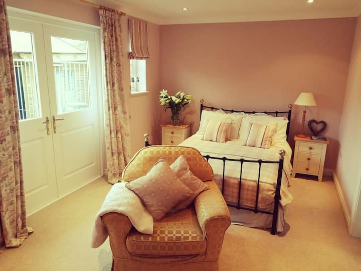 Private flat -bedroom, ensuite, kitchen, lounge.