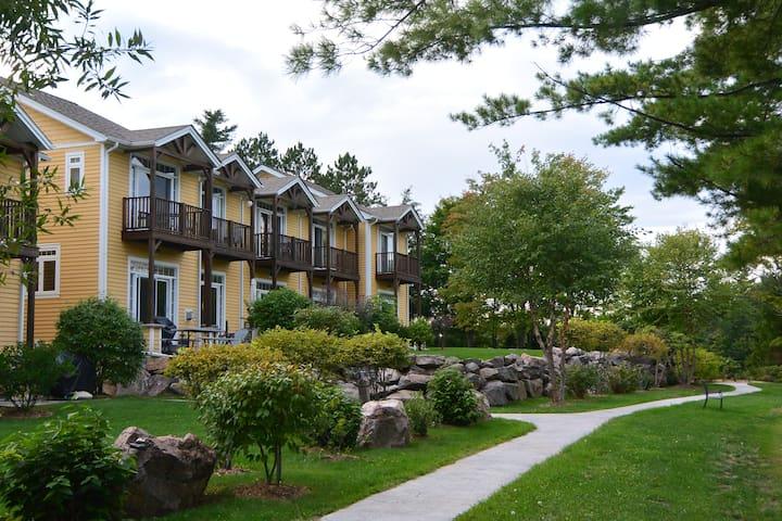 Executive Condo Rental on Anstruther Lake, Apsley - Apsley - Condominium