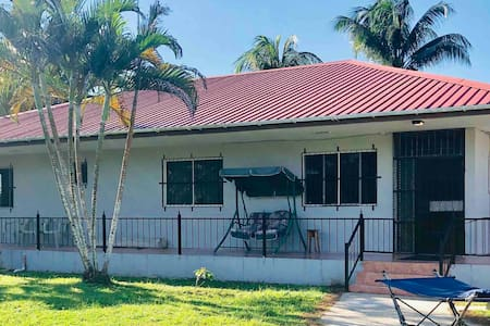 Belize zoo 4 miles away! Simple secluded  3b/3.5ba