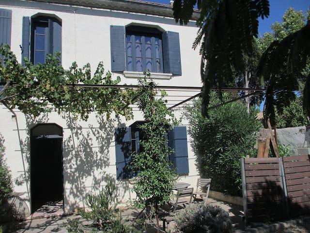 Belle maison avec terrasse - Eyragues