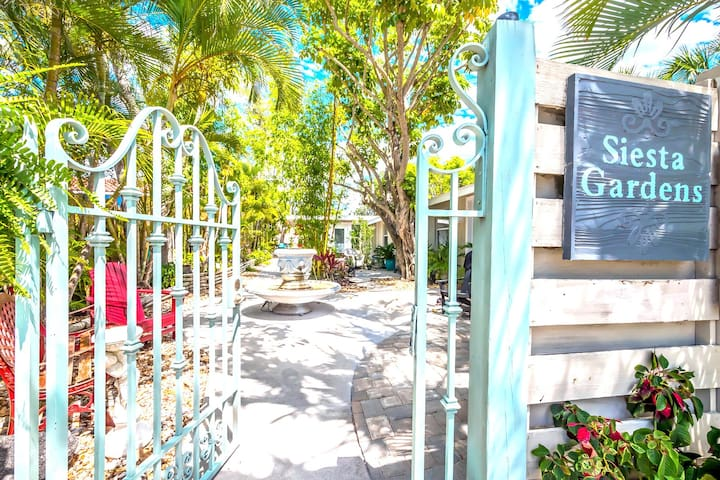 The Top Siesta Key Location - The Village Studio, Affordable Gem Near All!