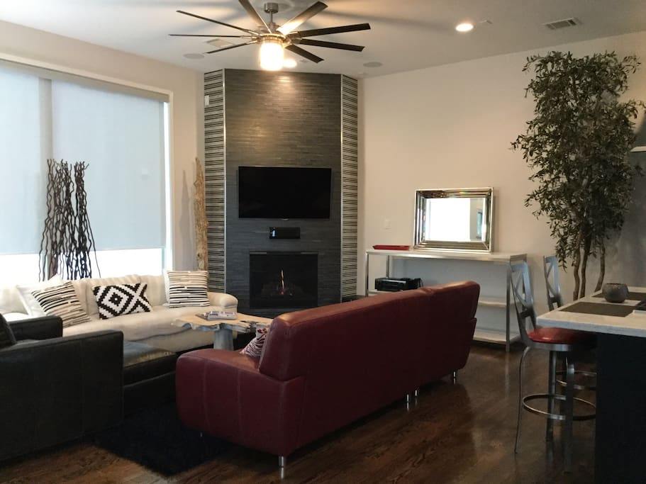 2nd Floor Great Room with TV and Gas Fireplace...lots of seating