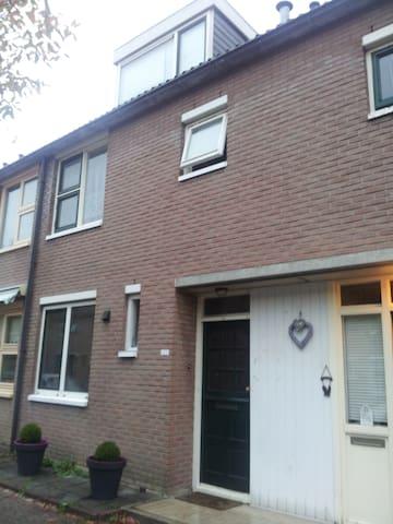 Sewdiens Apartment Beverwaard - Rotterdam - House