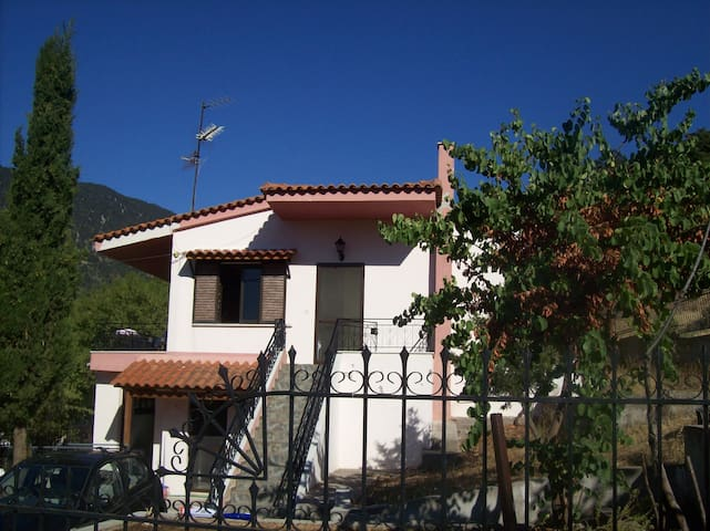 Beautiful storey house in a traditional village - Kyriaki - Huis