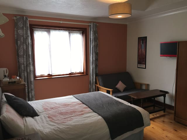Very large double room with Sofa Bed and ensuite