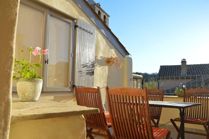 Authentic townhouse w. rooftopterrace Mont Ventoux - Malaucène - Huis