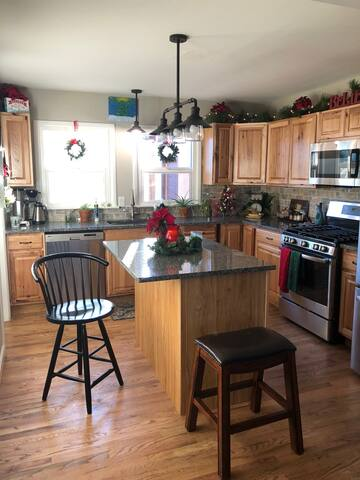 Quiet Cozy Cottage Close to downtown, CC, and UCCS