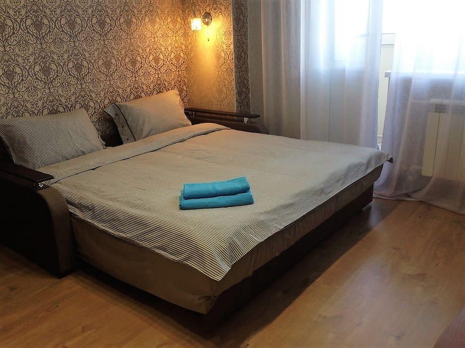 Large double bed - 190 * 200. Большая двуспальная кровать - 190*200