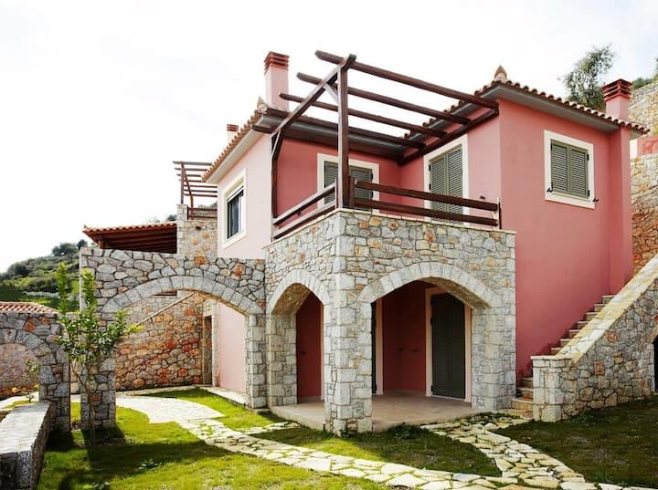 """""""Villa Tainaron with garden - """"Dio Guesthouses"""""""
