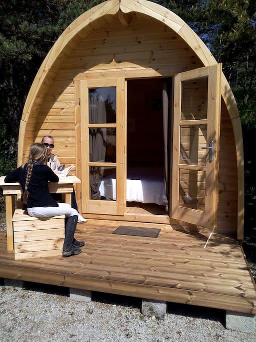 Pod d me en bois scandinave pour 2 pers cabanes for Camping le bois joli saint martin sur la chambre