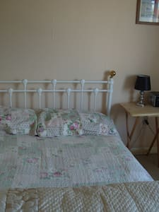 double room half hour from london by train - Stevenage - Haus