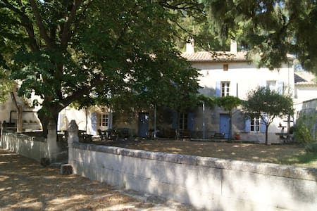 Mas Provençal indépendant piscine aux Baux-de-Pce