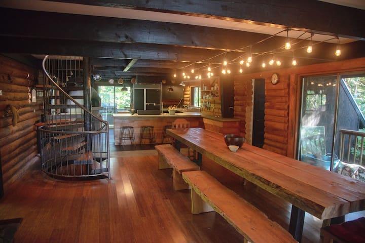 The Rockland Woods Lodge, Lake & Land