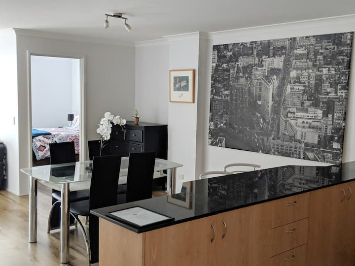 CBD Apartment with Wifi and free Parking