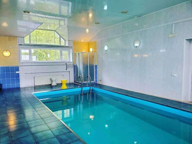 Загородная вилла с бассейном