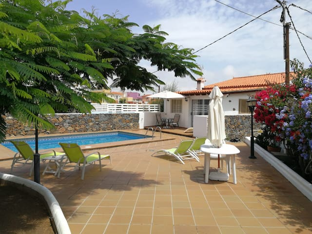 villa with garden, pool and privacy