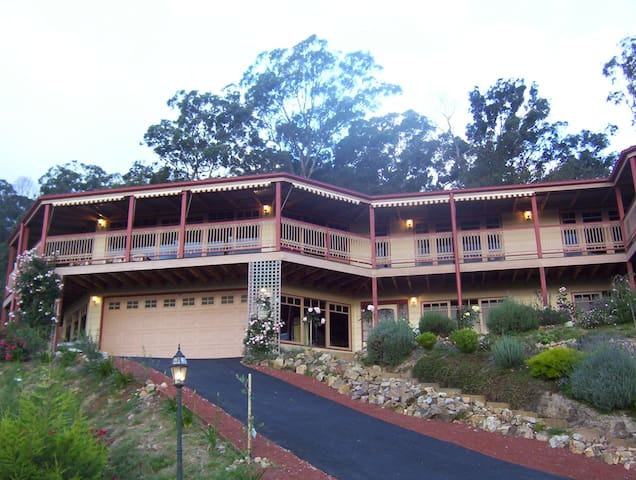 Large home with sensational views, 2 big bedrooms - Lilydale