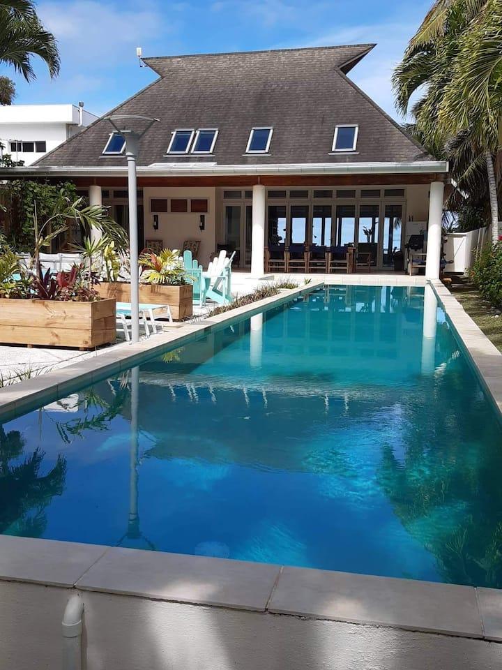 JTs beachfront Villa on Muri Lagoon