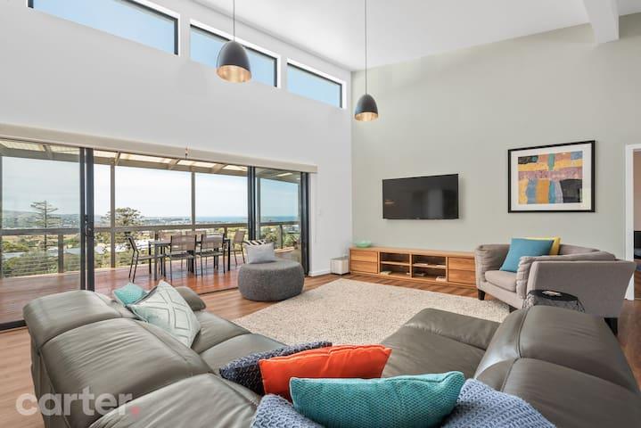 Encounter Bay Beach House - Luxurious, with views