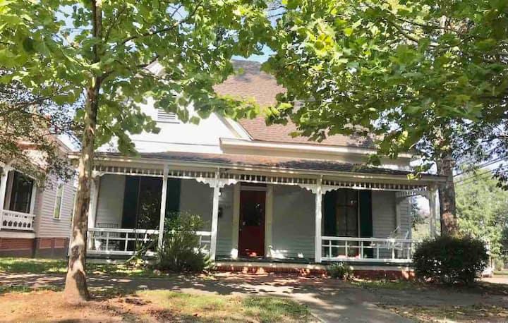 Historic Camellia Cottage