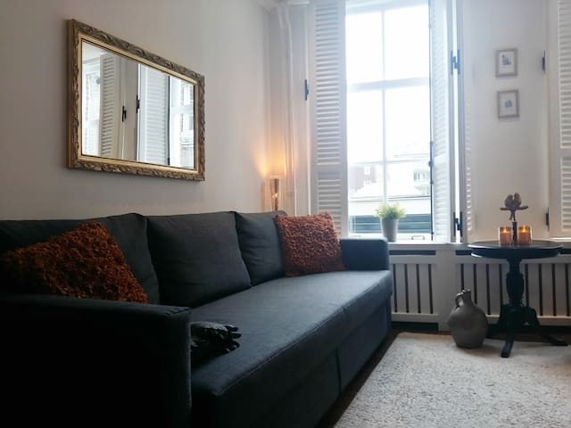 Cosy, 1st floor apt, Canal House, Jordaan, Center