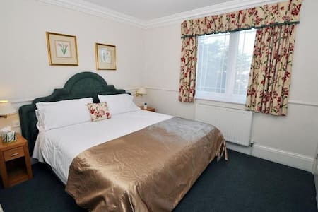Great Double With Double Bed At Birmingham