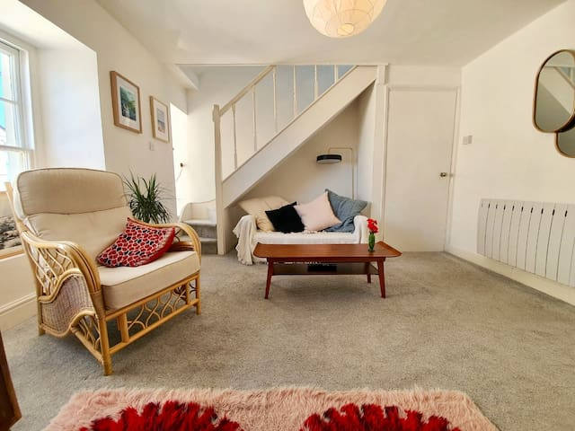 Cosy apartment, right in the centre of New Quay