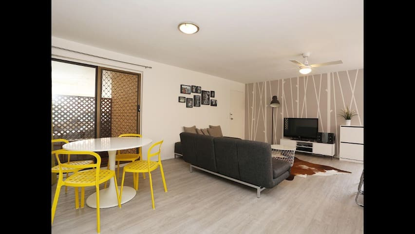 Modern apartment just 150m from the beach!!!