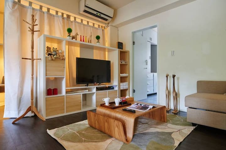 Comfy 2bdrm elevator apt in Daan super convenient!