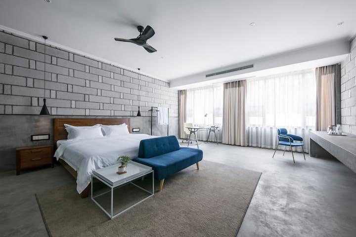 山海间  国际艺术区  极简工业风客栈(家庭双床房2米+1.5米床)