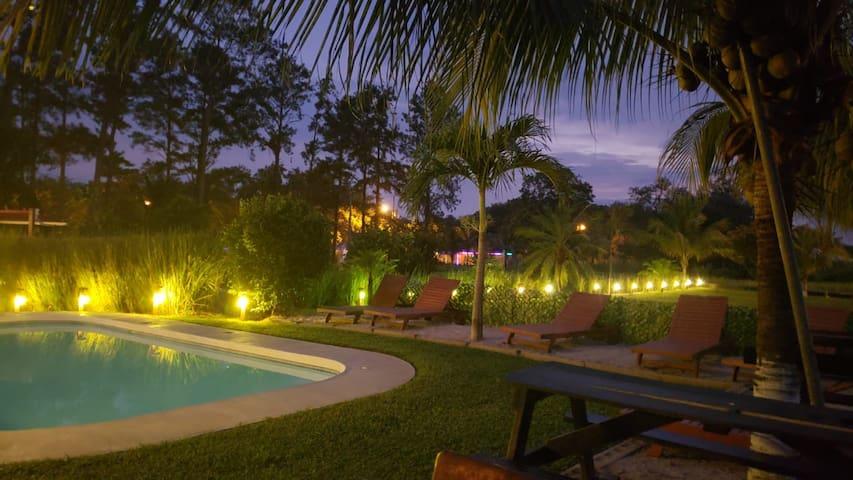 Casa  privada de 1 a 9 personas con piscina