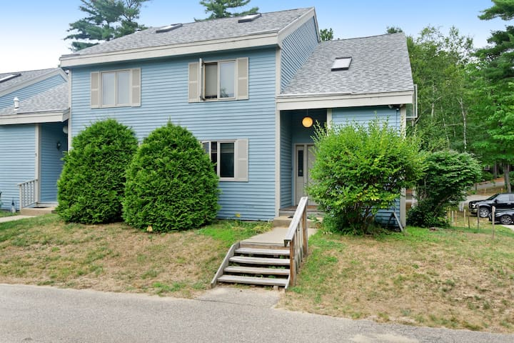 Family-friendly mountain townhome w/ shared pool - right in town!