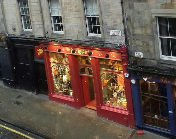 Victoria Street, Edinburgh, The Wizard, Harry Potter shop