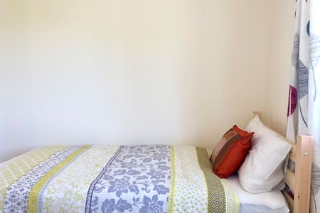 Single Room, Easy Access to Romford, London