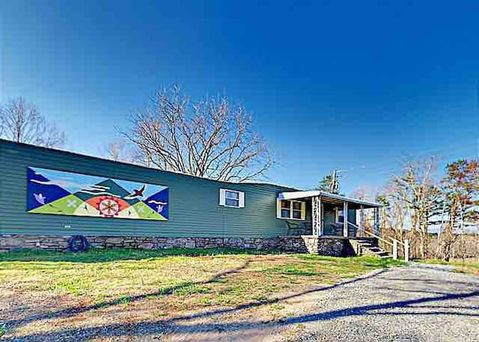 Sweet fully updated manufactured home with views, jacuzzi tub and creek trail access!