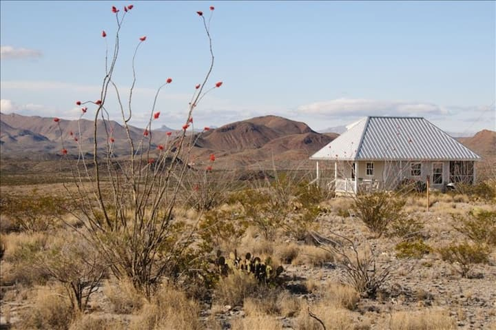 Terlingua Ranch Retreat: Enviro Friendly Home