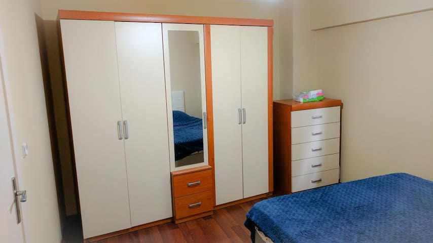 Clean & well furnished room with private bathroom - Üsküdar - Apartment