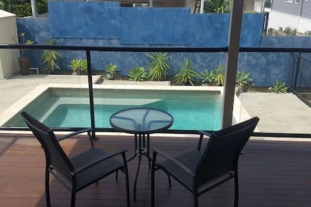 Modern home with city views + pool! - Chermside