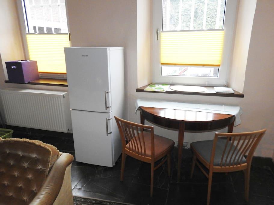 Küche mit Blick in den Innenhof