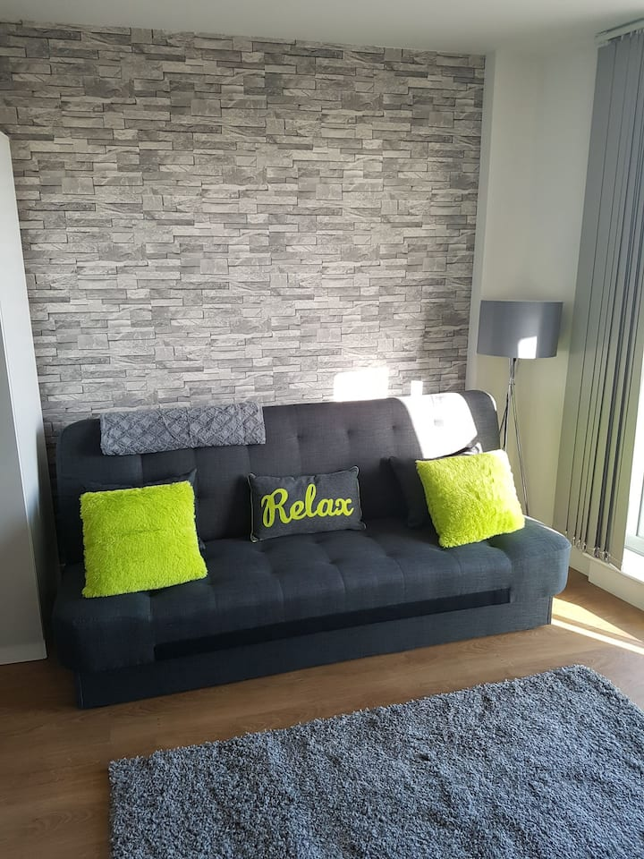 Stylish Bright Modern Studio Apartment  - Leeds