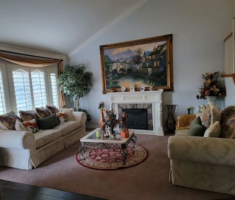 Cheerful and beautiful 1- bedroom residential home with pool