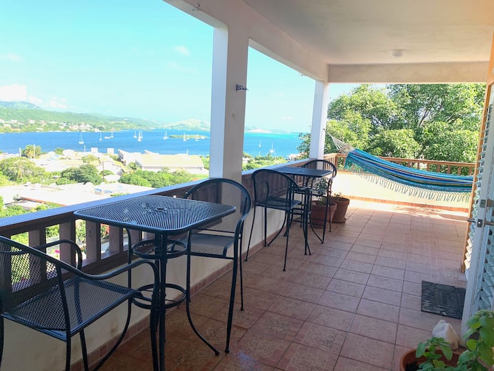 *NEW* quiet house with view & breezes, near town