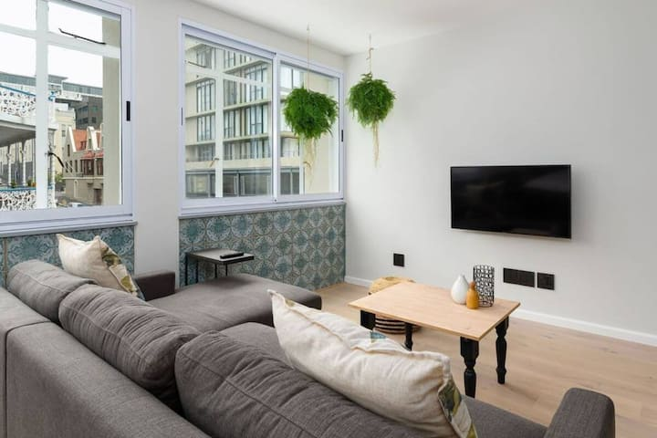 Beautifully Furnished Modern Apartment City Centre