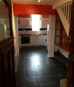 Quirky 1 Bedroom Split Level Flat - Egham - Apartment - 1