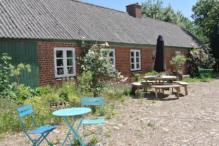 Baunehøjgård - Organic farm in Adslev