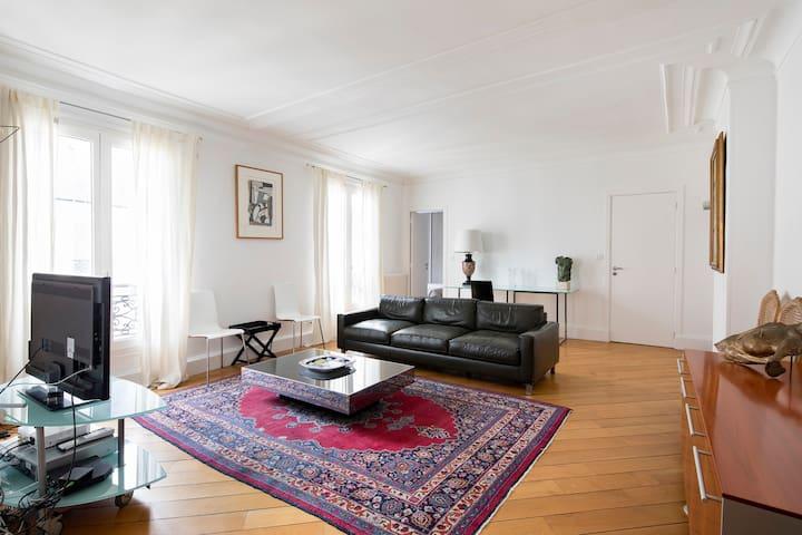 Chic Apartment Canal Saint Martin