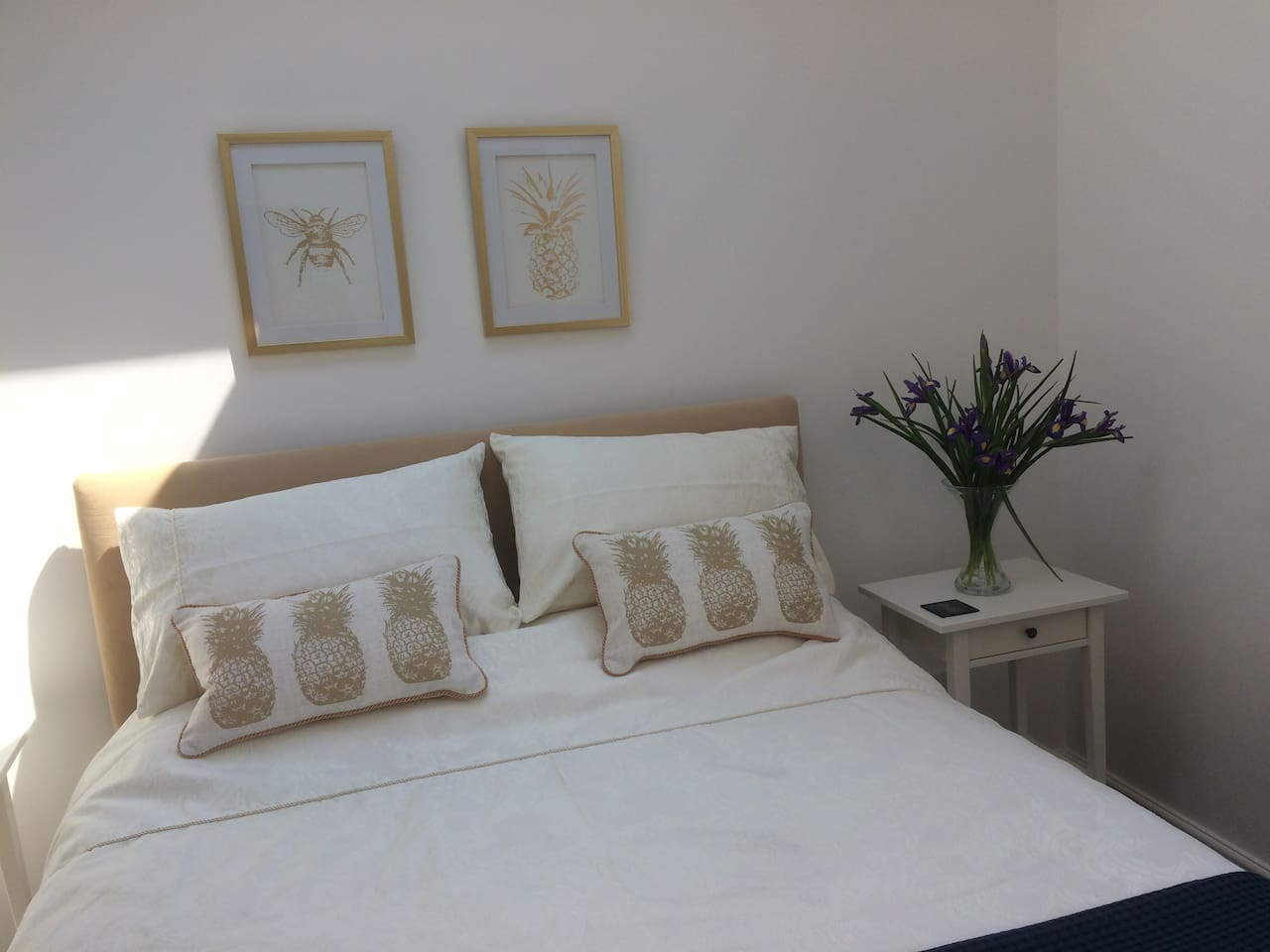 Clean, bright and airy room with Kingsize bed and beautiful en-suite - Quality bedding for a good nights sleep zzzzz