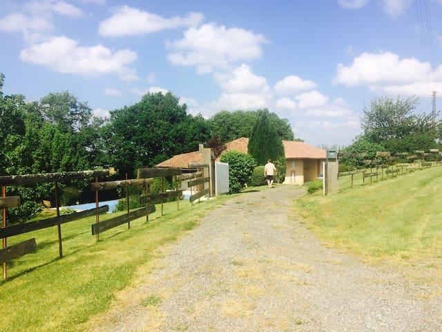 Superbe maison de campagne au calme - Cazac - Huis