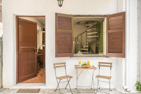 Cosy maisonette 50m from the beach