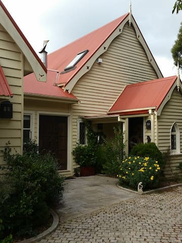 The Old Chapel Airbnb Burrawang - Burrawang - Huis
